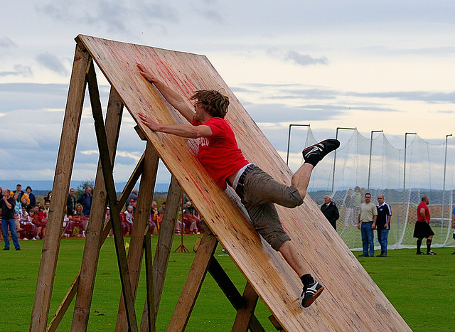 Obstacle Race - Dornoch Highhland Gathering 2007 by John Haslam